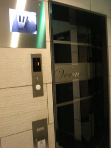 Verona Shinanomachi Lusso - Elevator