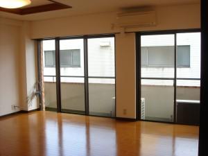 Tokan Mansion - Living Dining Room