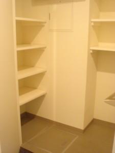 Anzen Building - Closet