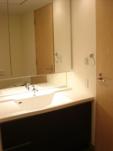 Anzen Building - Restroom