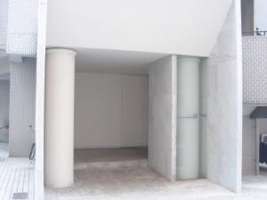 Linde Jingumae - Entrance
