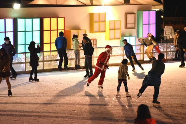 Santa spotted at the Yokohama Red Brick Art Rink